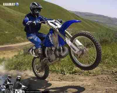 Comment faire une roue arrière à moto ?