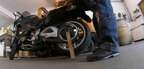 Comment graisser sa chaîne de moto ?