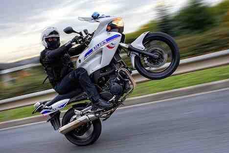 Quelle vitesse à moto pour faire un wheeling ?
